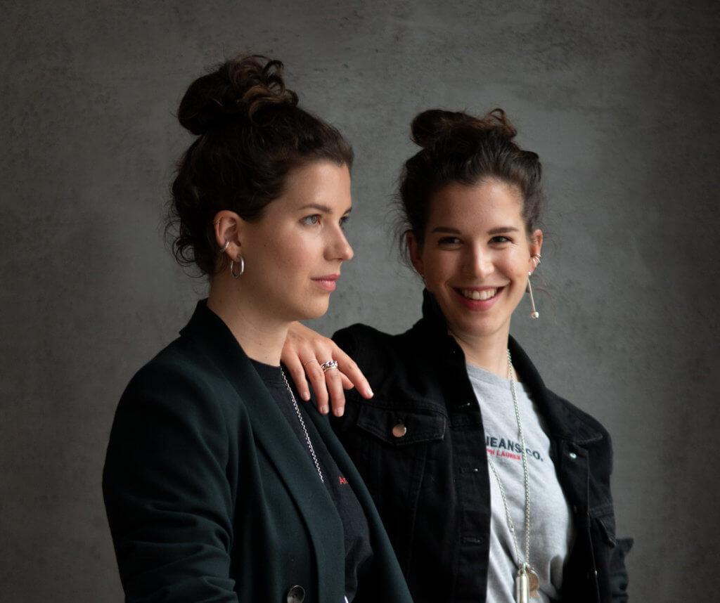 Porträt der Künstlerinnen Feline und Marie Grub