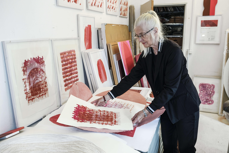 Künstlerin Andrea Engelmann zeigt ihre Zeichnungen.