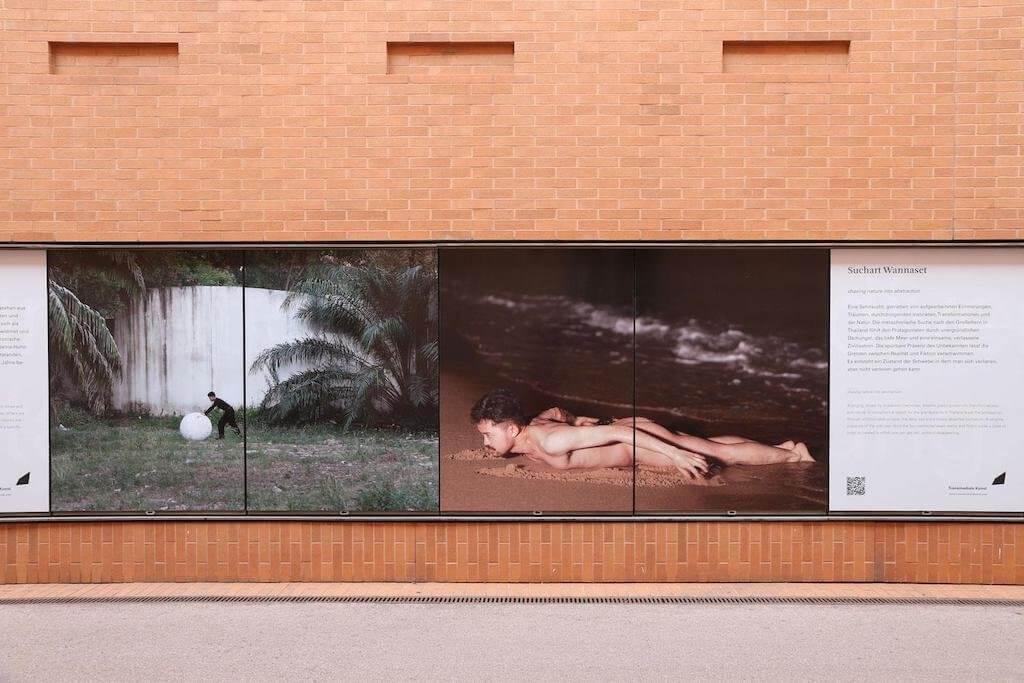 Faktisches Niemandsland. Verlassene Zivilisation. Was ist zu Hause? – eine Plakatserie in Kooperation mit der Kunsthalle Wien von Studierenden der Abteilung Transmediale Kunst.