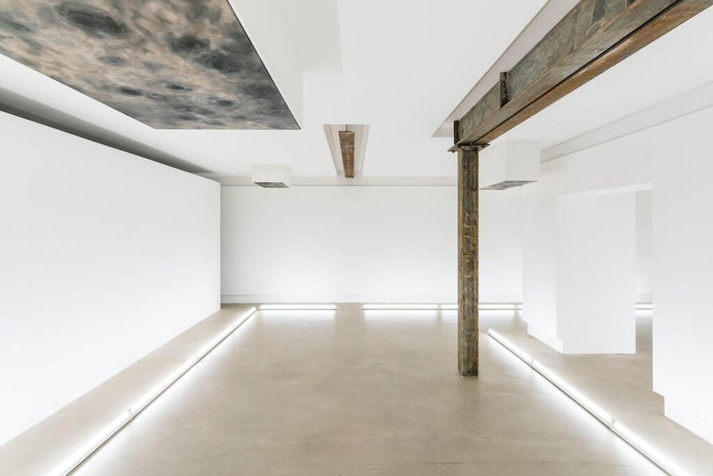 Man sieht die Arbeiten Selected Ambient Works 85-92 in der Nir Altman Galerie.