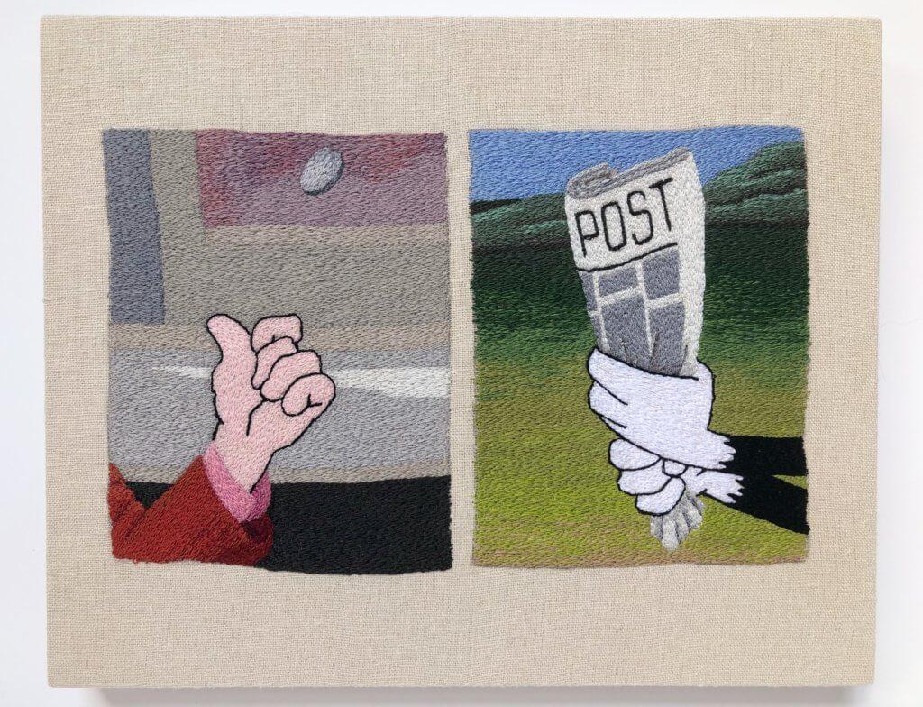 Stickerei von Peter Frederiksen. LInks: Eine menschliche Hand. Rechts: Die Hände der Cartoon-Figur Sylvester halten eine Zeitung.