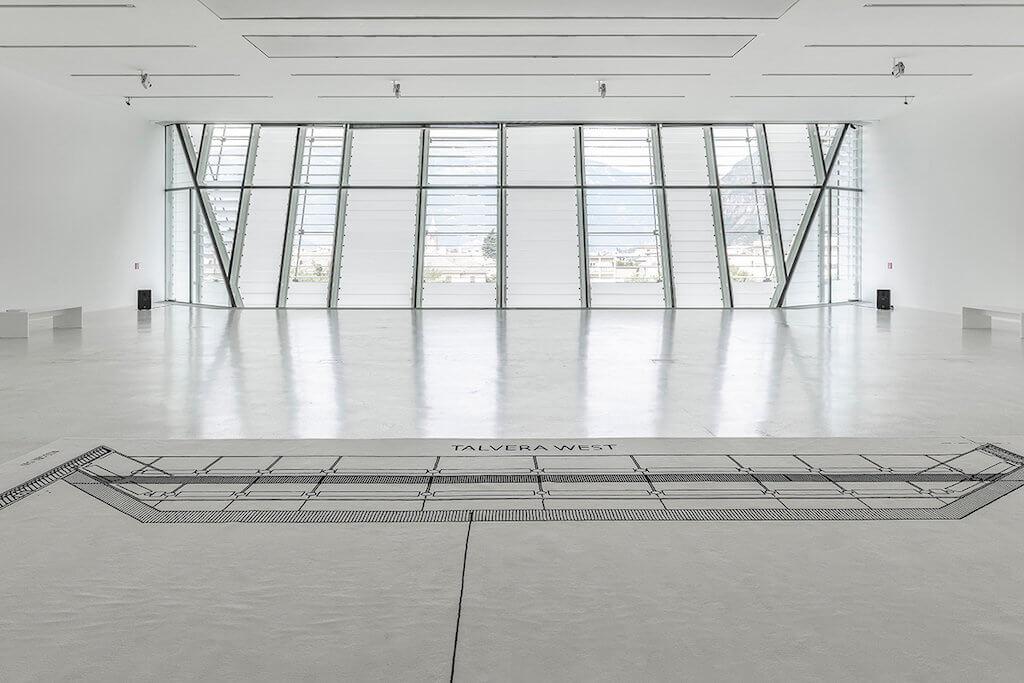 Zu sehen ist eine Ausstellungsansicht der Ausstellung: Karin Sander. Skulptur / Sculpture /Scultura im Museion in Bozen