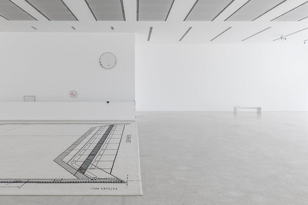 Zu sehen ist eine Ausstellungsansicht der Ausstellung: Karin Sander. Skulptur / Sculpture /Scultura im Museion in Bozen.