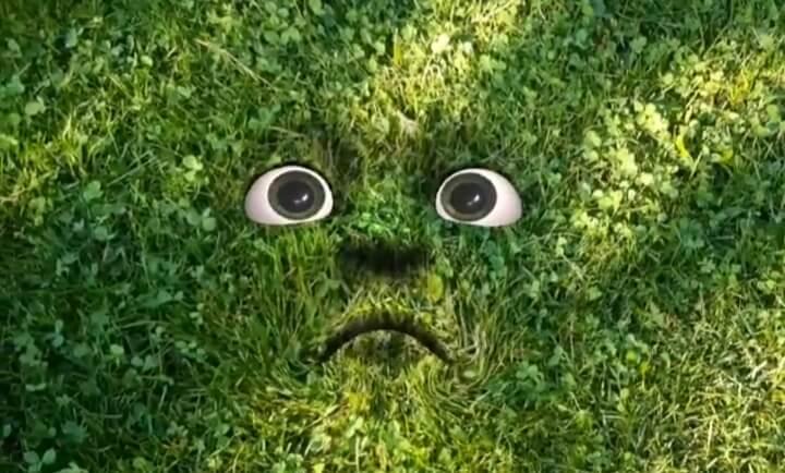 """Screenshot der App """"Earth Speakr"""". Auf Rasen ist ein trauriges Gesicht zu sehen."""