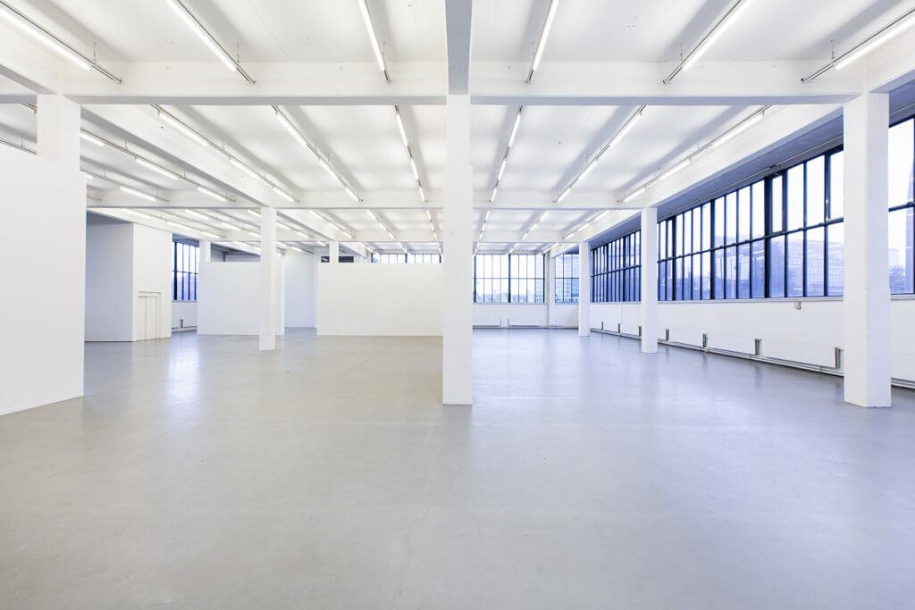 Der leere große Ausstellungssaal des Kunstvereins in Hamburg