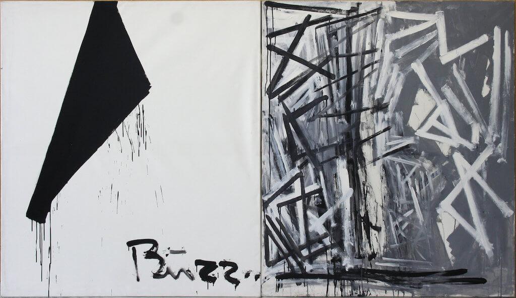 Auf dem Bild sieht man eine zweiteilige Malerei in schwarz und weiß. Viele geometrische Formen prägen das Bild.