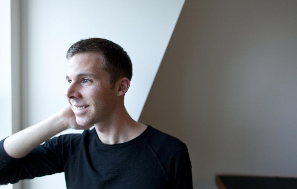 Portraitfoto des Künstlers Jonathan Monaghan.