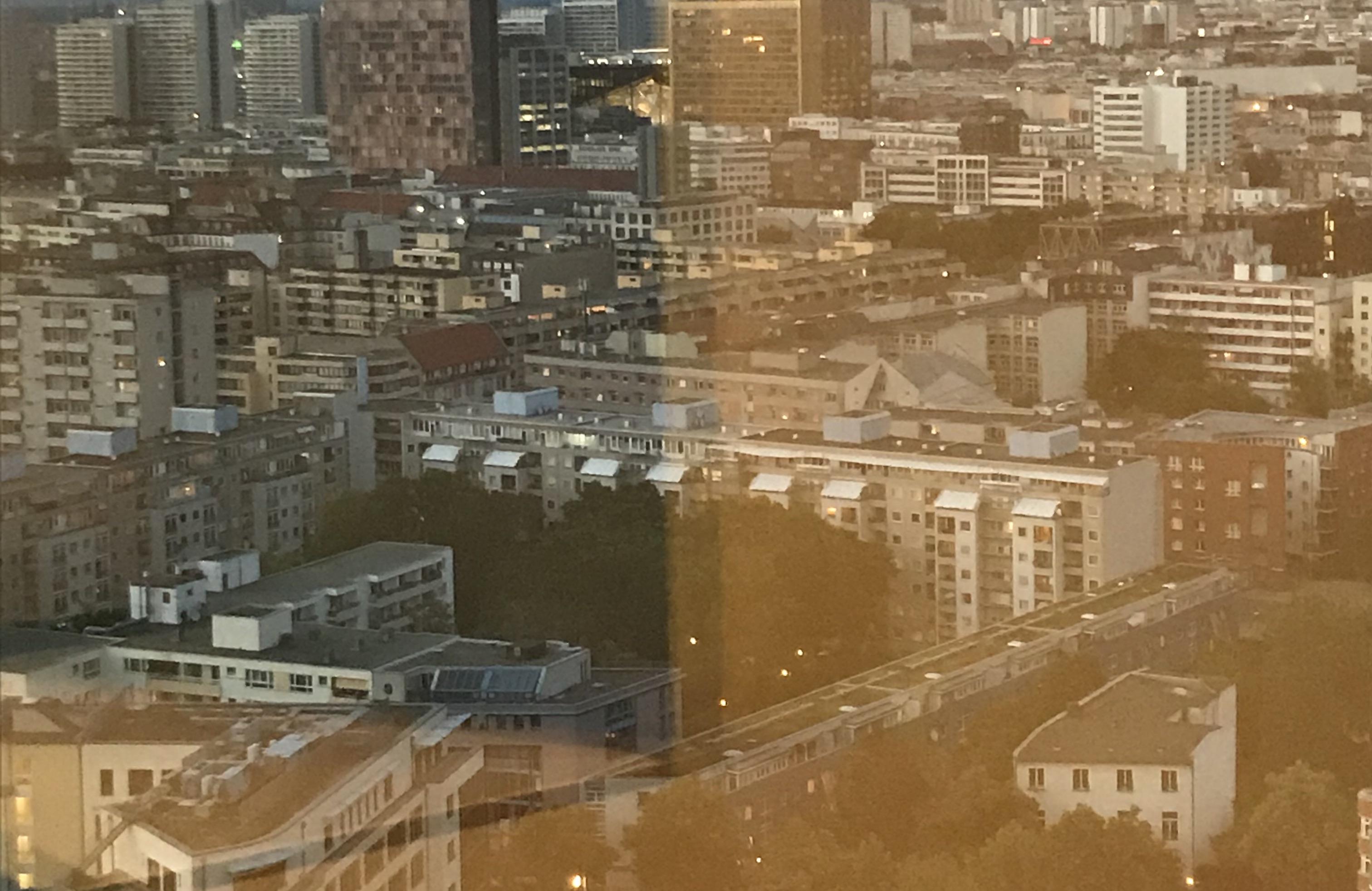 Aussicht aus dem Veranstaltungsraum auf die Dächer der Stadt Berlin.