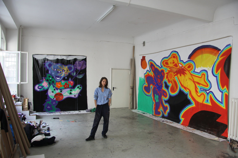 Die Künstlerin Tina Braegger in ihrem Studio.