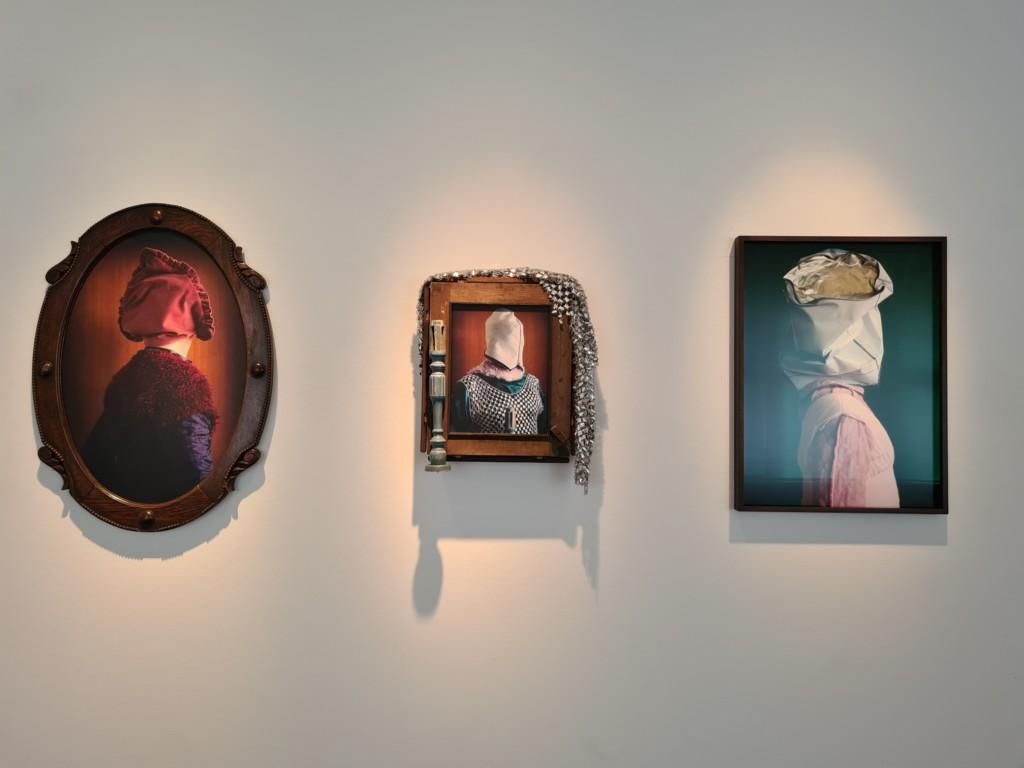Ausstellungsansicht mit mehreren Arbeiten von Thorsten Brinkmann