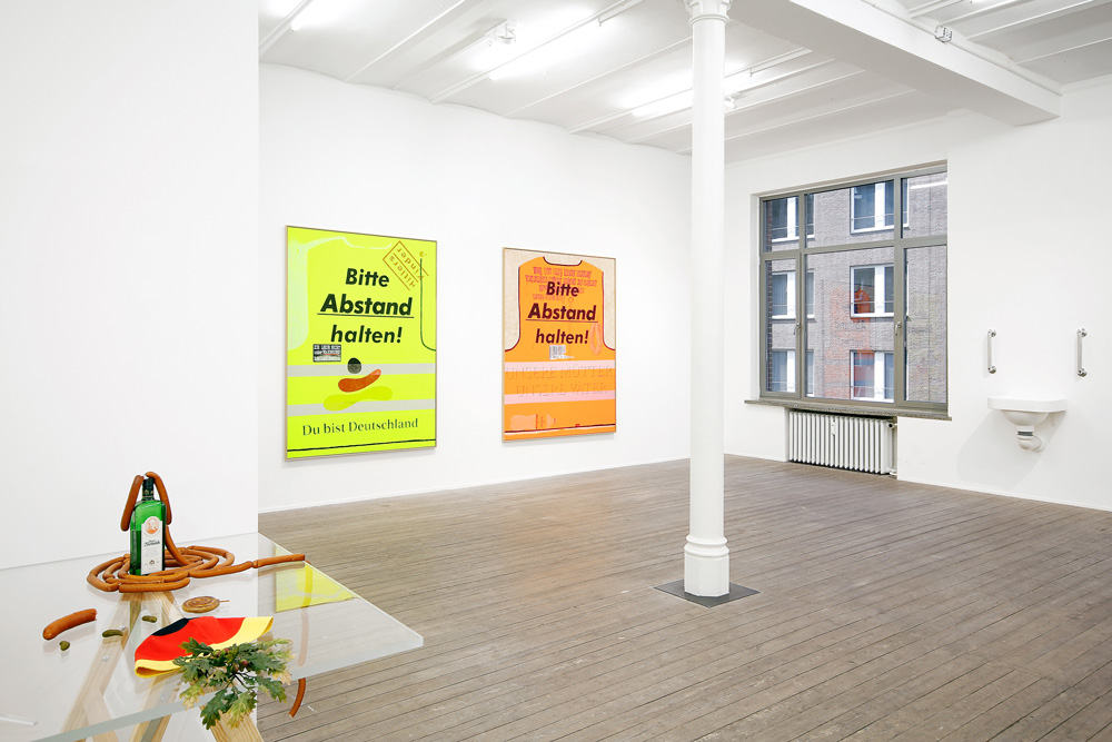 Malerei und Objekte von Alex Wissel in der Galerie Conradi.