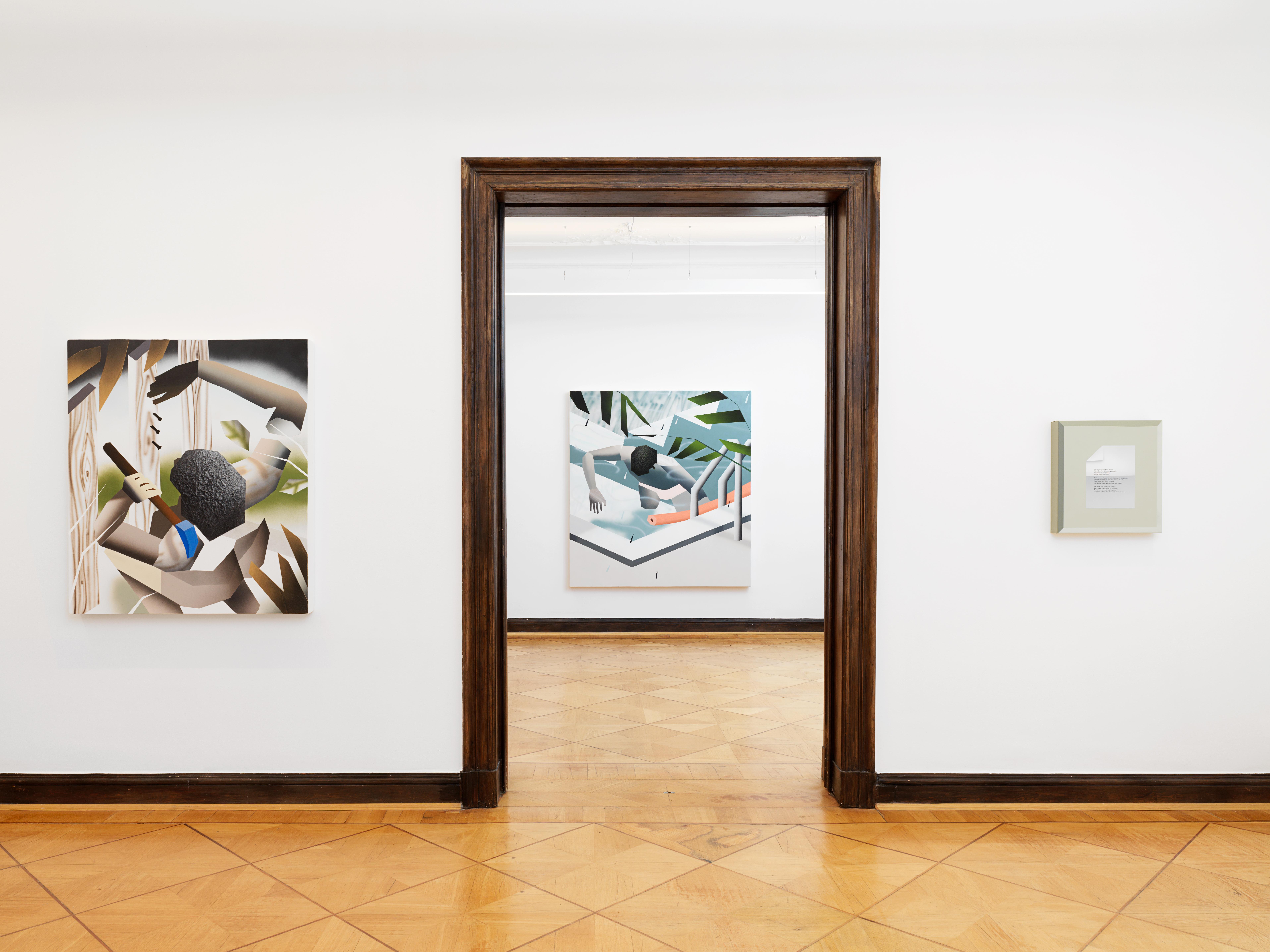 Blick in einen weißen Galerieraum mit drei bunten Gemälden