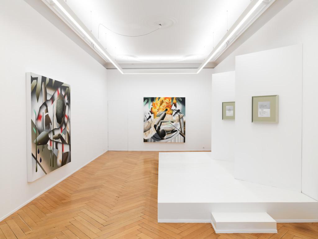 Blick in eine Galerie mit verschiedenen