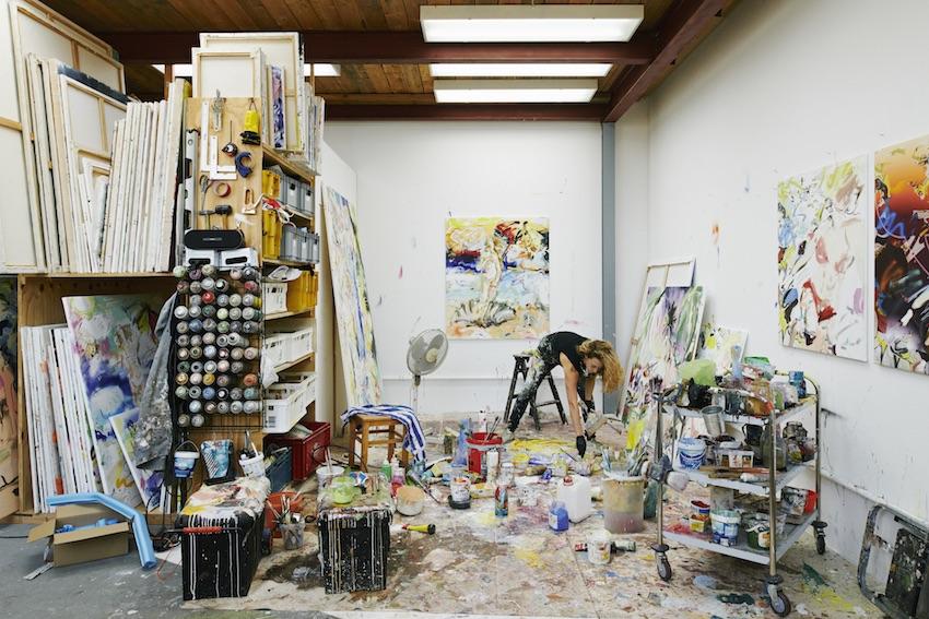 Malerin im Atelier