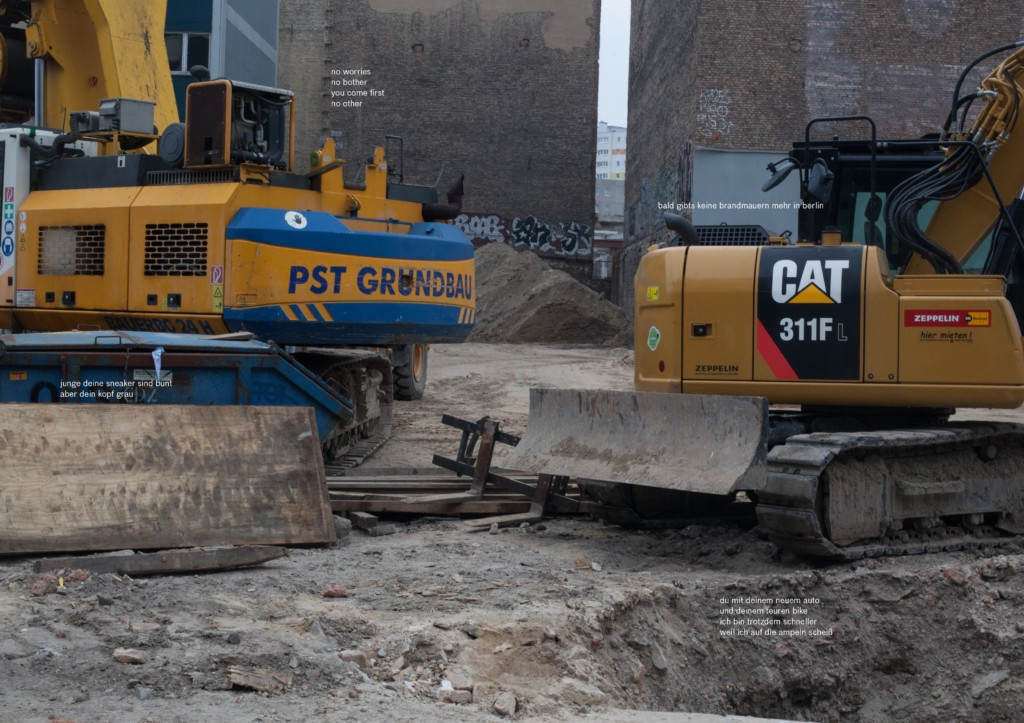 Eine Fotografie von Paul Hutchinson mit zwei Baggern in einer Baugrube.
