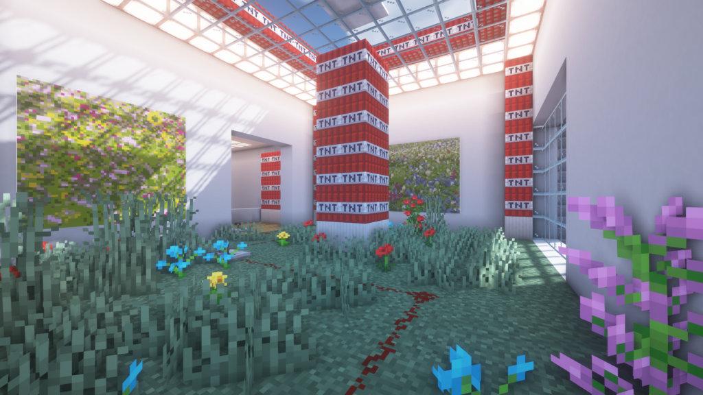 Ausstellungsansicht in Minecraft. Ein Raum ist von Pflanzen bewachsen, es stapeln sich Blöcke TNT.