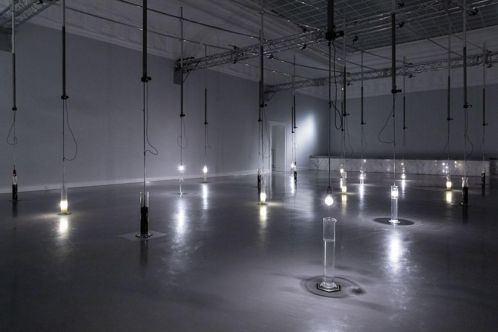 VALIE EXPORTs Installation Fragmente der Bilder einer Berührung im Hauptraum der Kunsthalle Baden-Baden