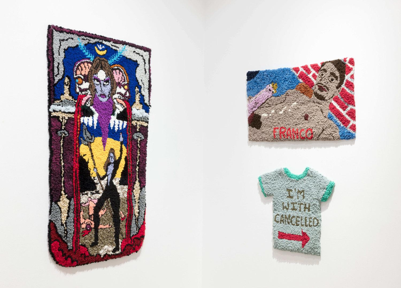 Drei Wandteppiche von Hannah Epstein. Auf einem ist der Schauspieler James Franco mit erigiertem Penis zu sehen.