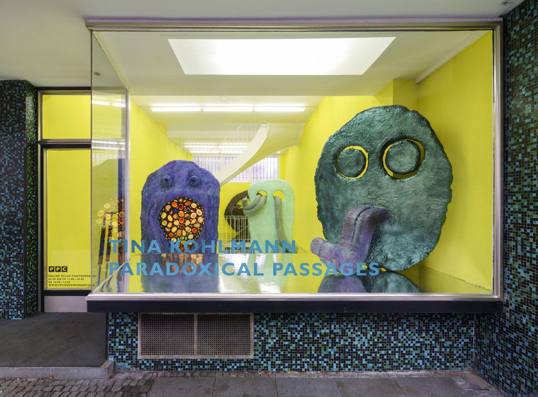 Blick auf das Schaufenster der Philipp Pflug Gallery in Frankfurt am Main.