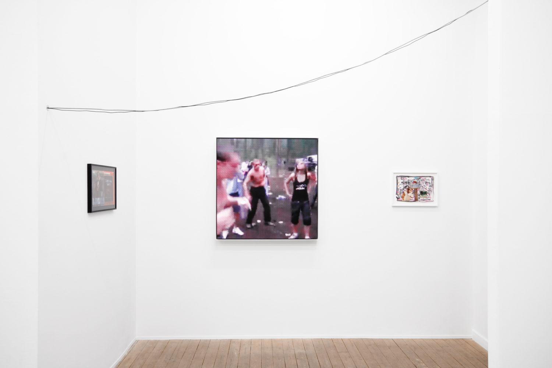 """Ausstellungsansicht von """"IN CC (In virtual co-reality) - A closed circuit"""" von Thomas Baldischwyler in der Galerie Conradi, Bildrechte: Galerie Conradi."""