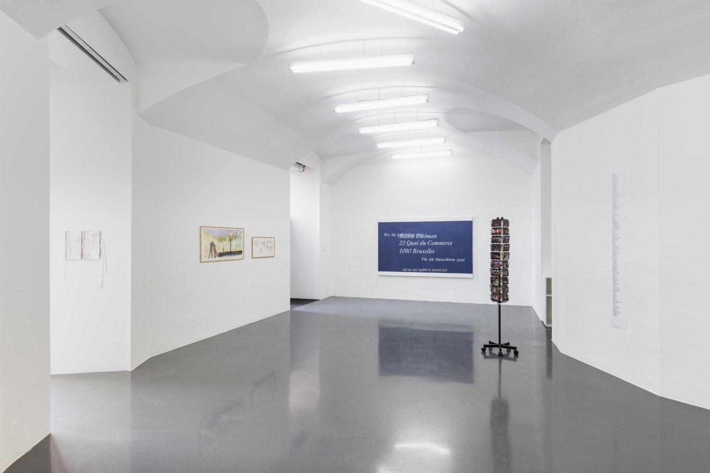 """Installationsansicht """"Instinct Chatter"""" bei Emanuel Layr, 5. März - 10. April 2021 Wien mit Werken vin Lise Soskolne und Robin Waart"""