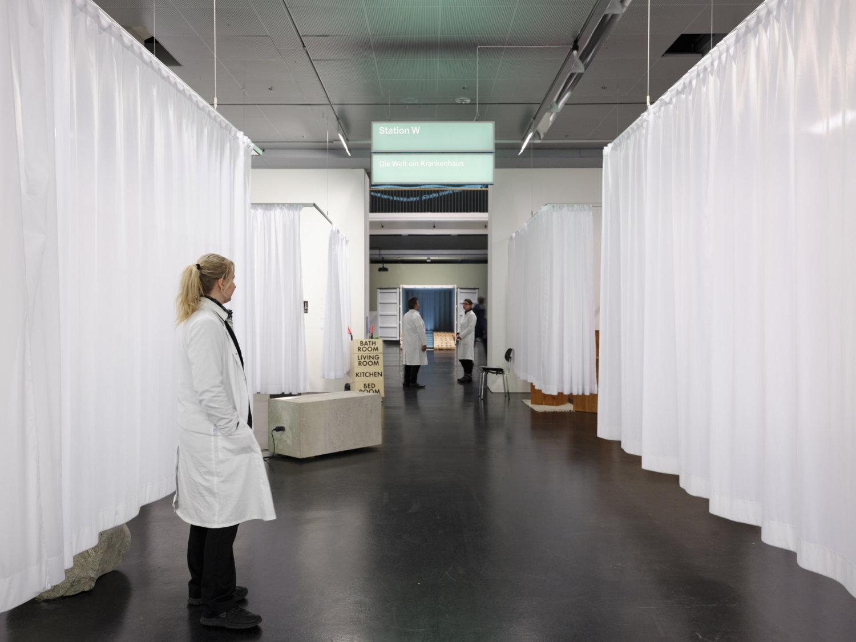 "Blick in die Ausstellung ""respektive Peter Weibel""."