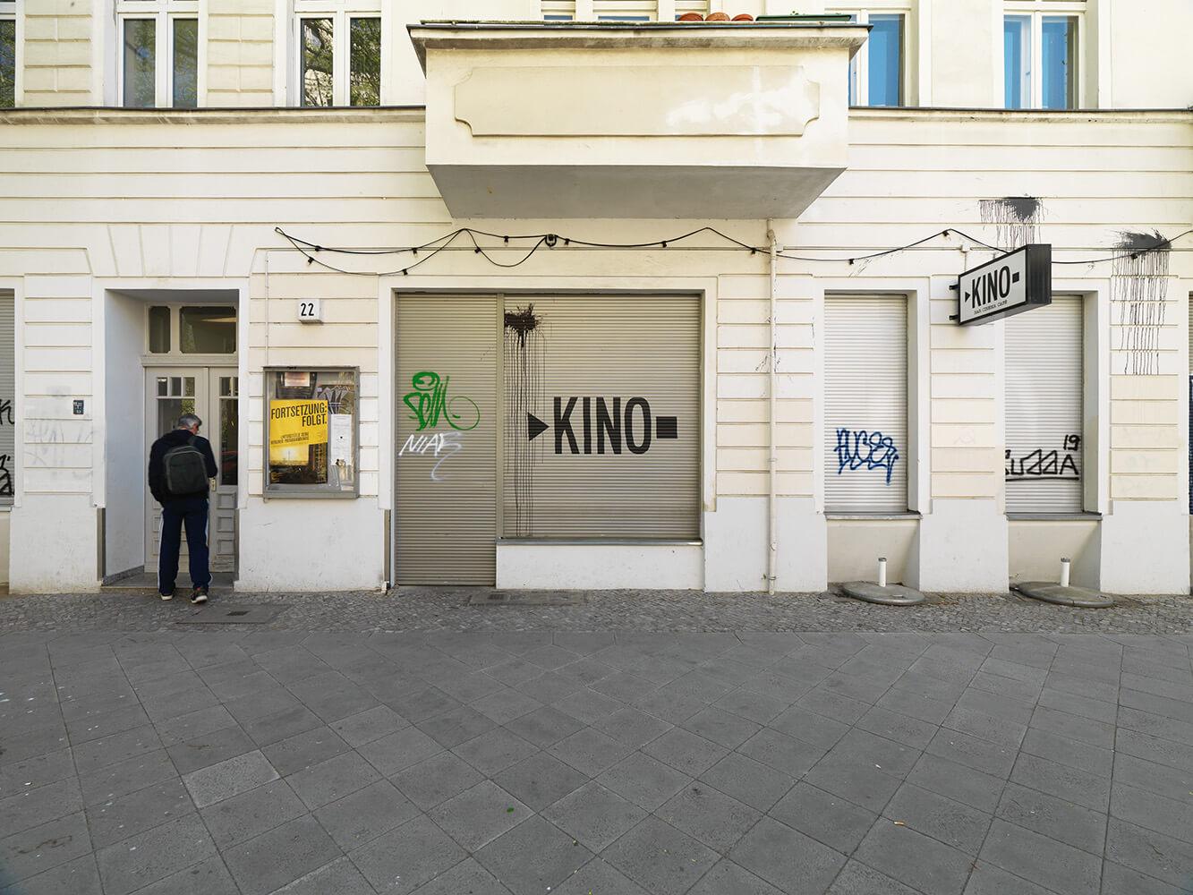 Das Bild zeigt eine Fotografie des Künstlers Richard Thieler des Kinos IL KINO in Berlin.
