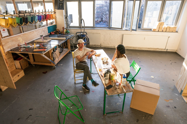 Jay Gard und Barbara Green im Atelier. Foto: Adam Naparty