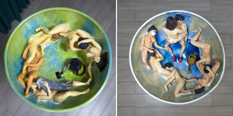 Zwei Keramikschalen von Urara Tsuchiya mit nackten Menschen, Staubsauger und Gießkanne.