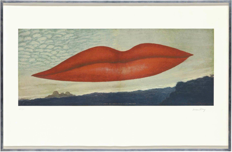 Fotolithografie von Man Ray, ein knallroter Mund nimmt fast den gesamten Bildraum ein und schwebt im Himmel