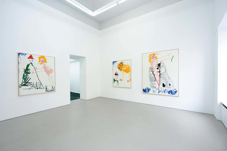 """Das Bild zeigt eine Ausstellungsansicht der Ausstellung """"TaTa Ongart"""" des Künstlers Andi Fischer in der Galerie Åplus in Berlin."""