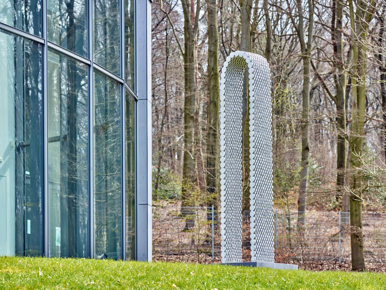Bogen-Skulptur von Leunora Salihu im Skulpturenpark Waldfrieden