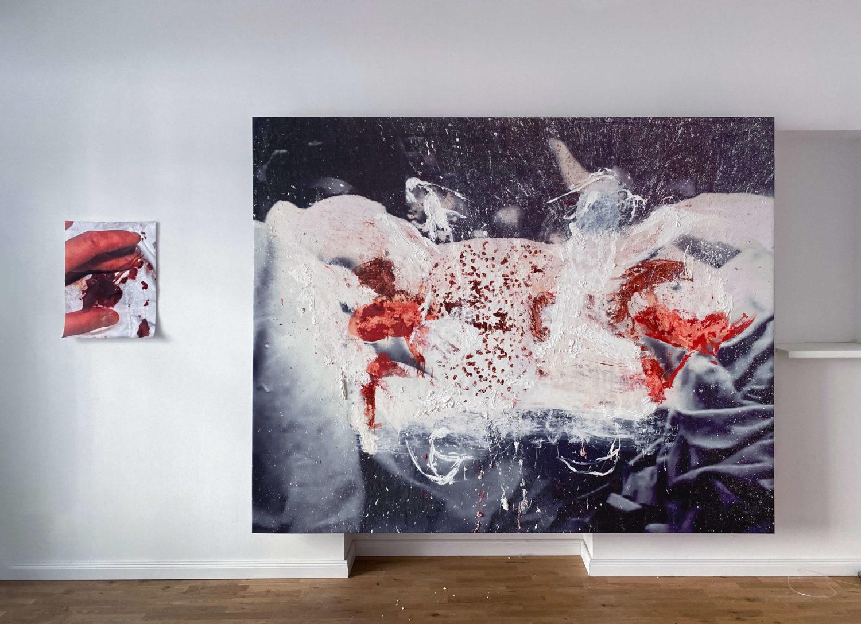 """Da Bild zeigt eine Ausstellungsansicht der Ausstellung """"You're gonna die"""" des Künstlers Daniel Spivakov in der Galerie Stallmann, Berlin."""