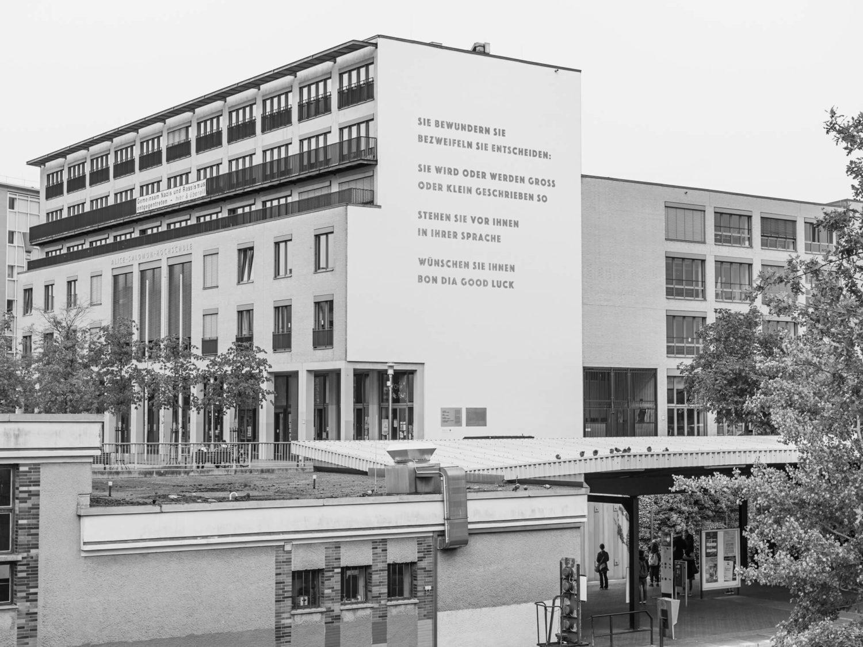 Arne Schmitt, ohne Titel (Alice Salomon Hochschule, Berlin-Hellersdorf), 2020. Fotografie, Universitäten