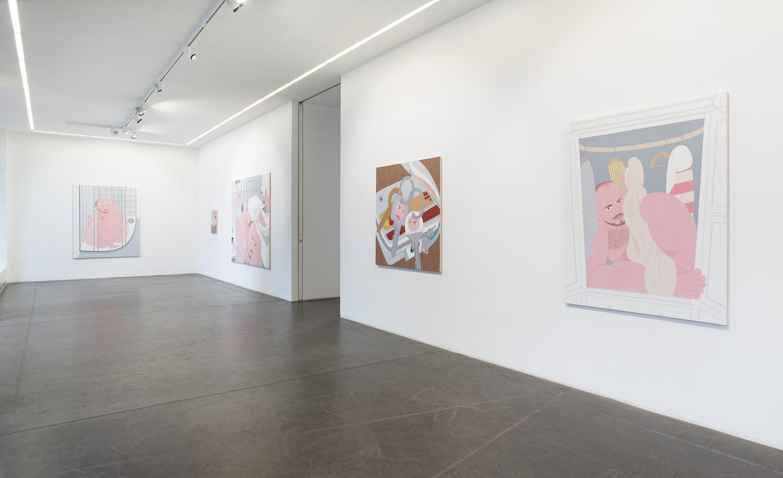 Ausstellungsansicht in der Galerie Nagel Draxler mit fünf Malereien von Alexander Basil.