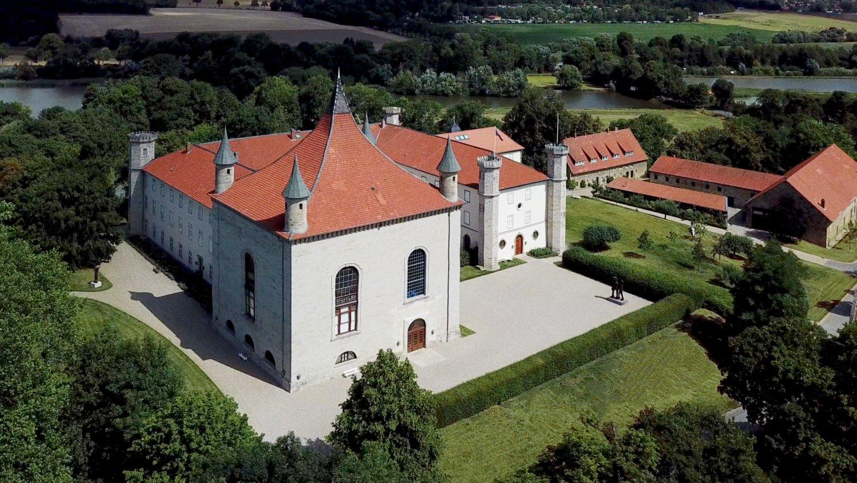 Blick auf das Schloss Derneburg