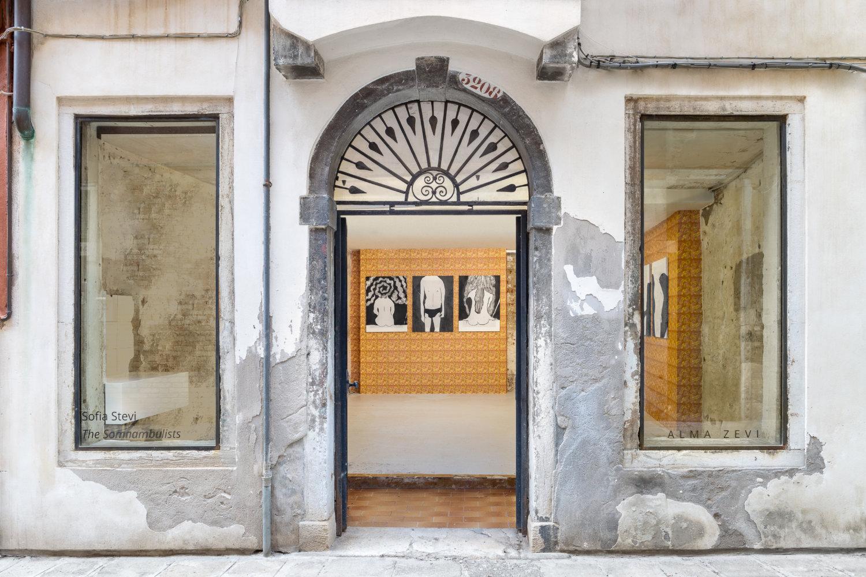 Einblick in die Galerie Alma Zevi in Venedig