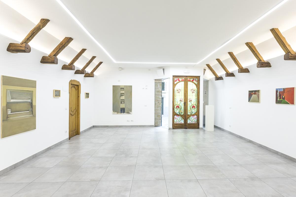 """Ausstellungsansicht der Schau """"Finestre sul quadro – Paolo la Motta"""" in der Andrea Nuovo Home Gallery in Neapel."""
