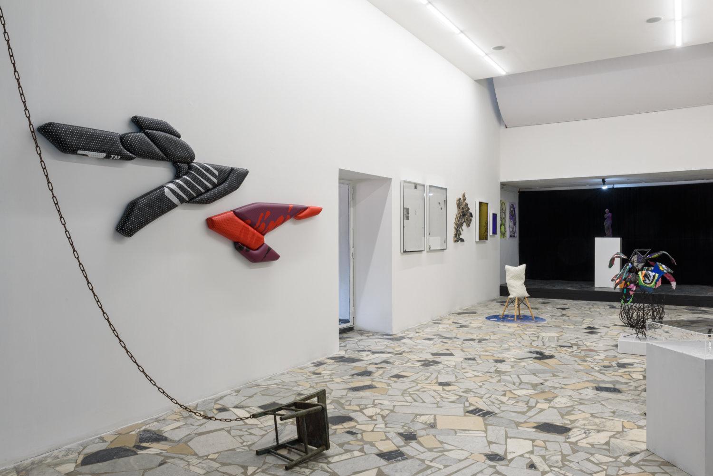 """Ausstellungsansicht der Ausstellung """"PORTAL #2"""" bei Luigi Solito in Neapel."""