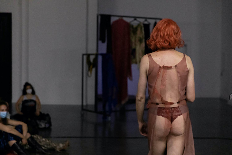 Adam Christensen, Performance, Küss mich bevor du gehst, Ausstellungsansicht, Kunstverein Harburger Bahnhof