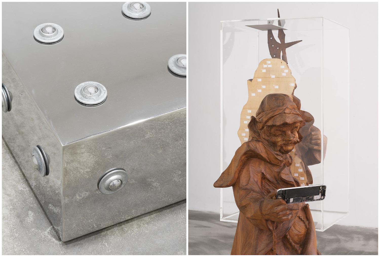 """Links eine Close-Up eines Metallobjekts, rechts die Skulptur """"Nachtwächter"""", ein Holzmann hält ein Smartphone in den Händen."""