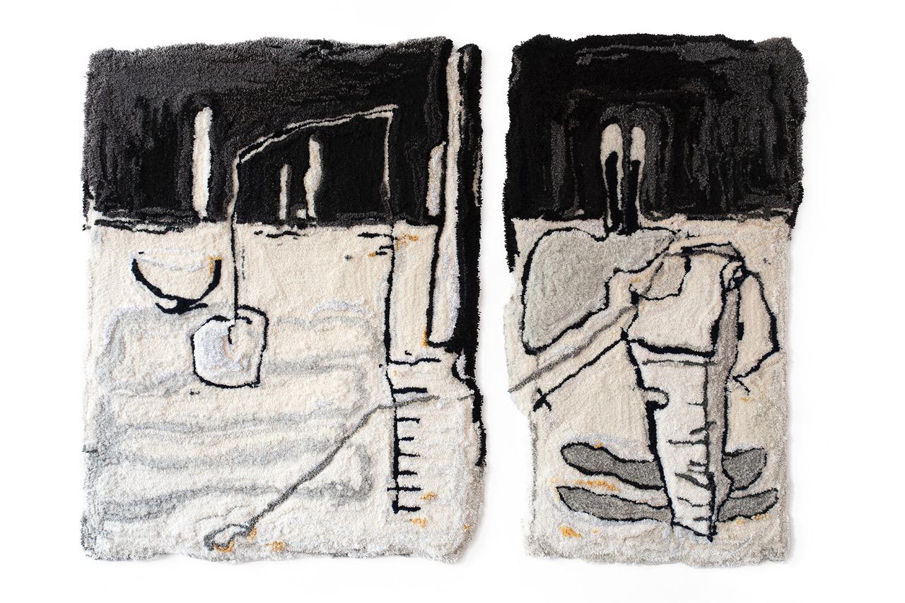 Eine zweiteilige Textilarbeit der Künstlerin Pia Ferm in Schwarz-, Grau- und Beigetönen.