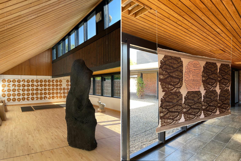 Links und rechts Innenansichten der ehemaligen Volkshochschule Herning mit prominenter Holzverkleidung sowie verschiedenen künstlerischen Positionen.